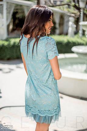 Вечернее платье мини полуприталенное гипюровое короткий рукав с рюшами внизу бежевый с голубым, фото 2
