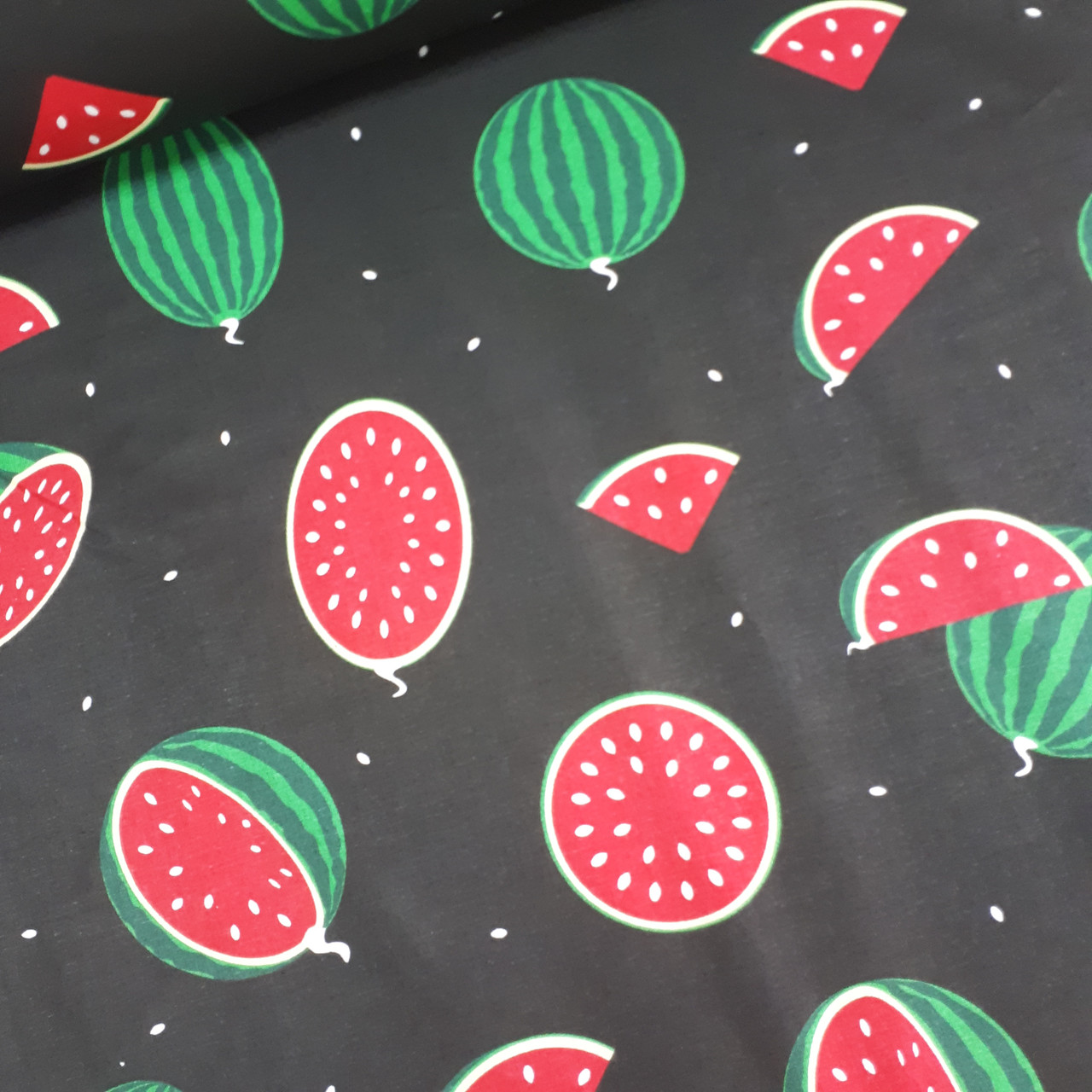 Ткань хлопковая, арбузы крупные красно-зеленые на черном