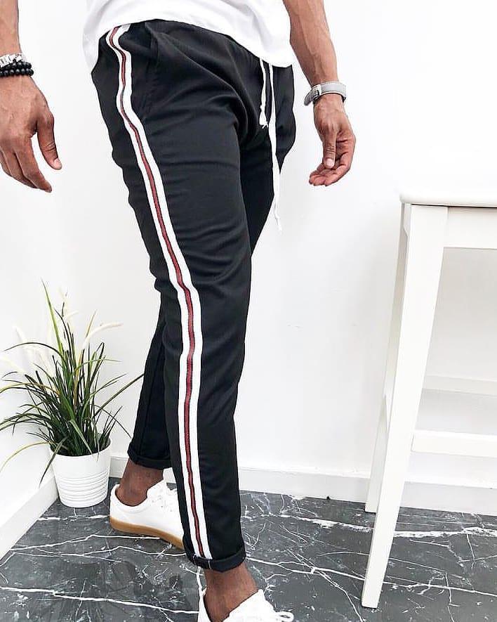 7ddd69a0a129 Мужские спортивные штаны черные С полоской сбоку - Интернет-магазин