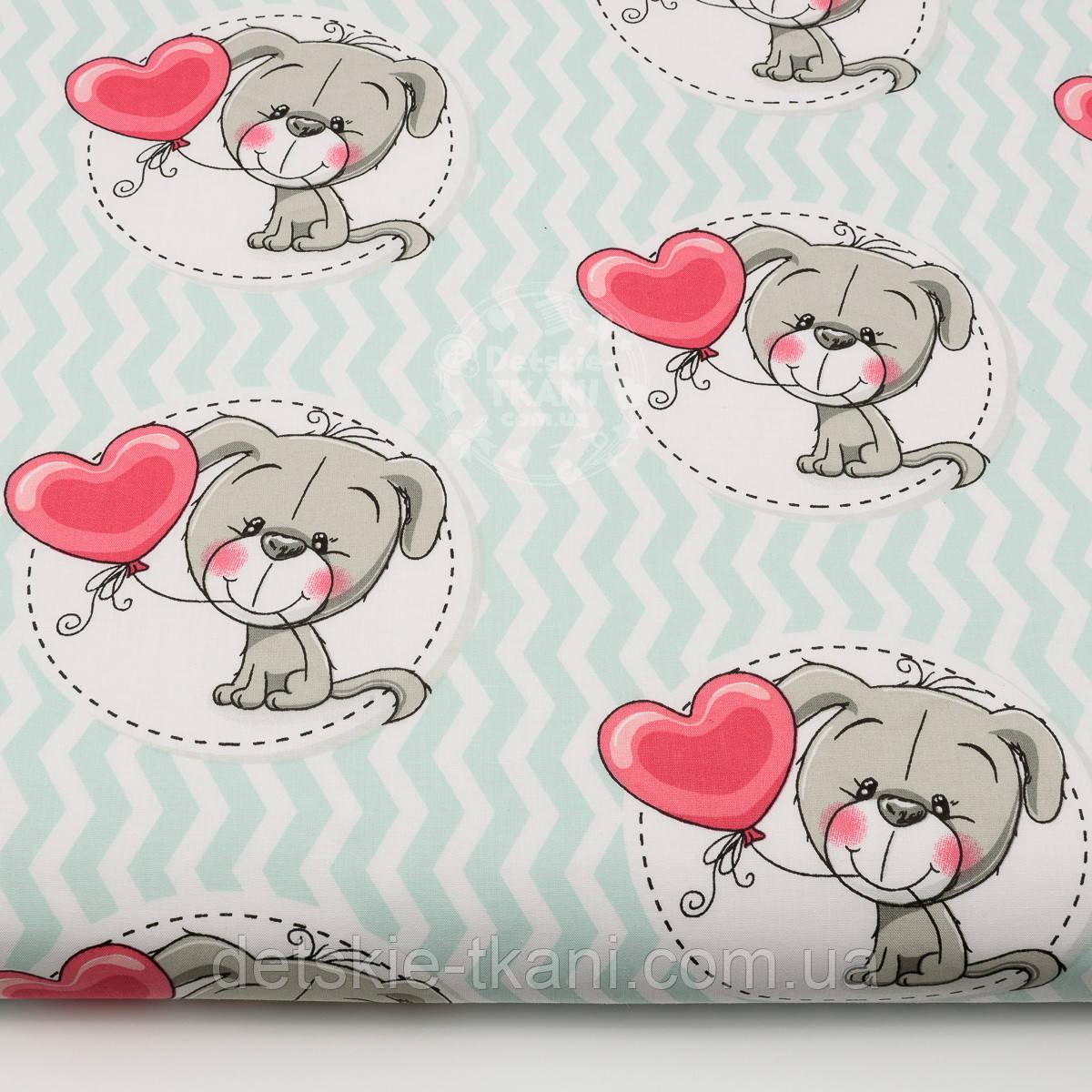 "Ткань ""Серые собачки с шариком-сердечком"" на светло-мятном зигзаге, №1431а"