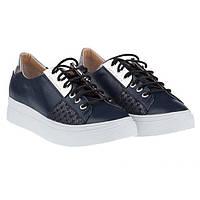 Кроссовки ― это не только спортивная обувь. Это модный аксессуар, который должен быть в гардеробе каждой девушки!