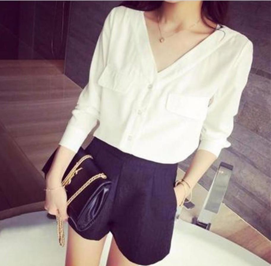 Женская рубашка белая с длинным рукавом и с V образным вырезом