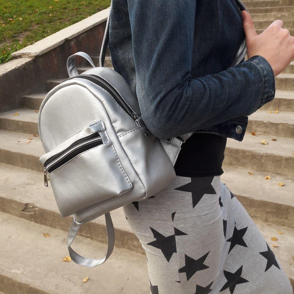 Женский рюкзак маленький серебряный