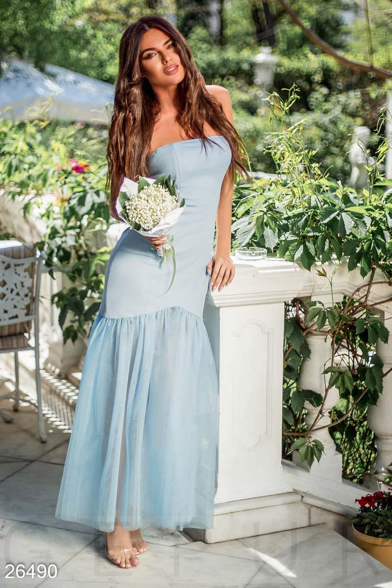 Нарядное вечернее платье макси по фигуре низ пышный без рукав нежно голубое