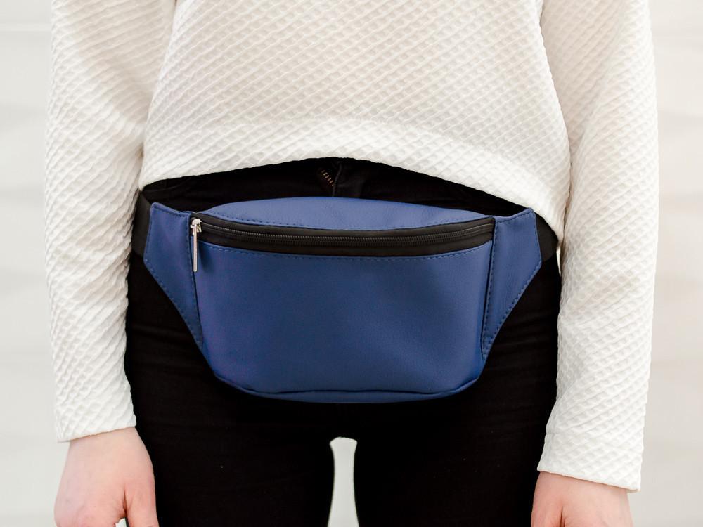 Синя бананка сумка через плечо