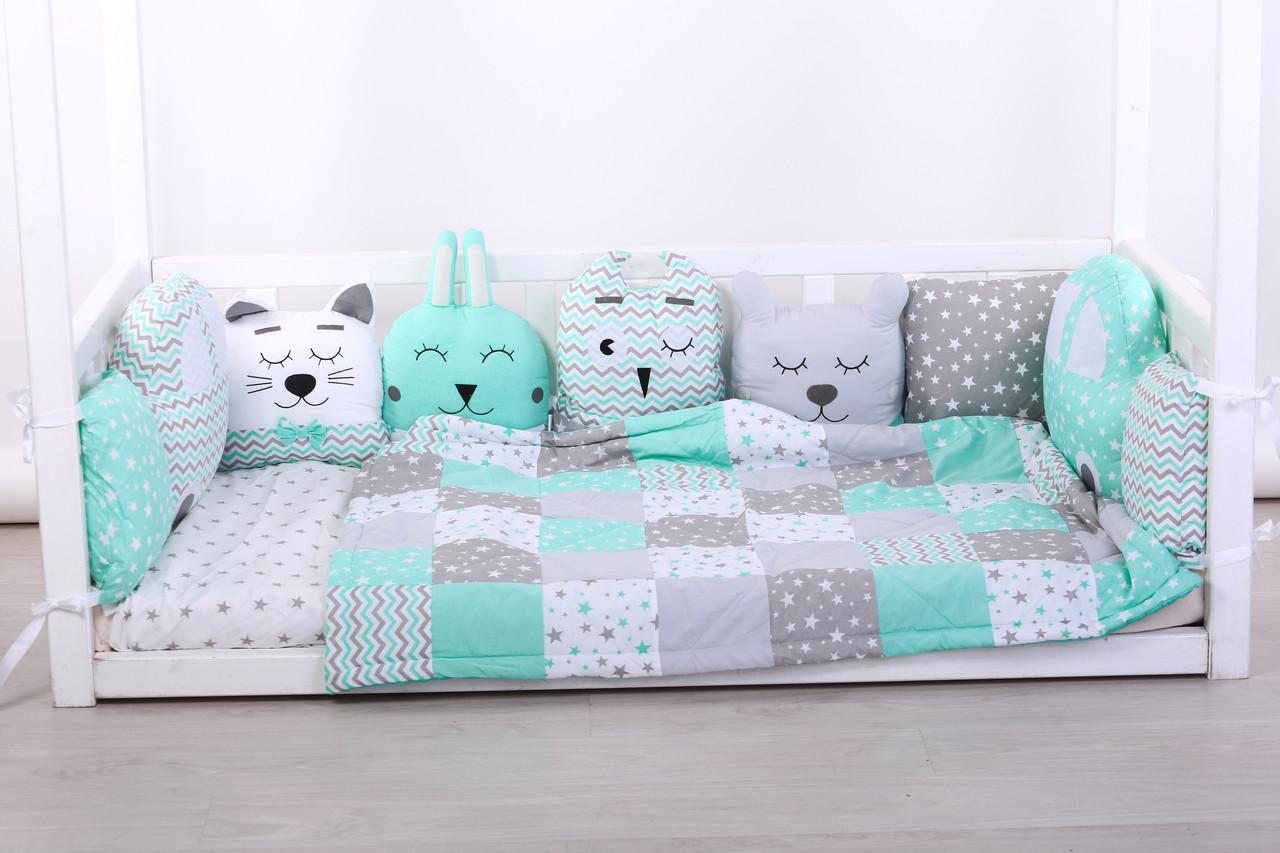 Комплект в кроватку с зверюшками в мятно серых