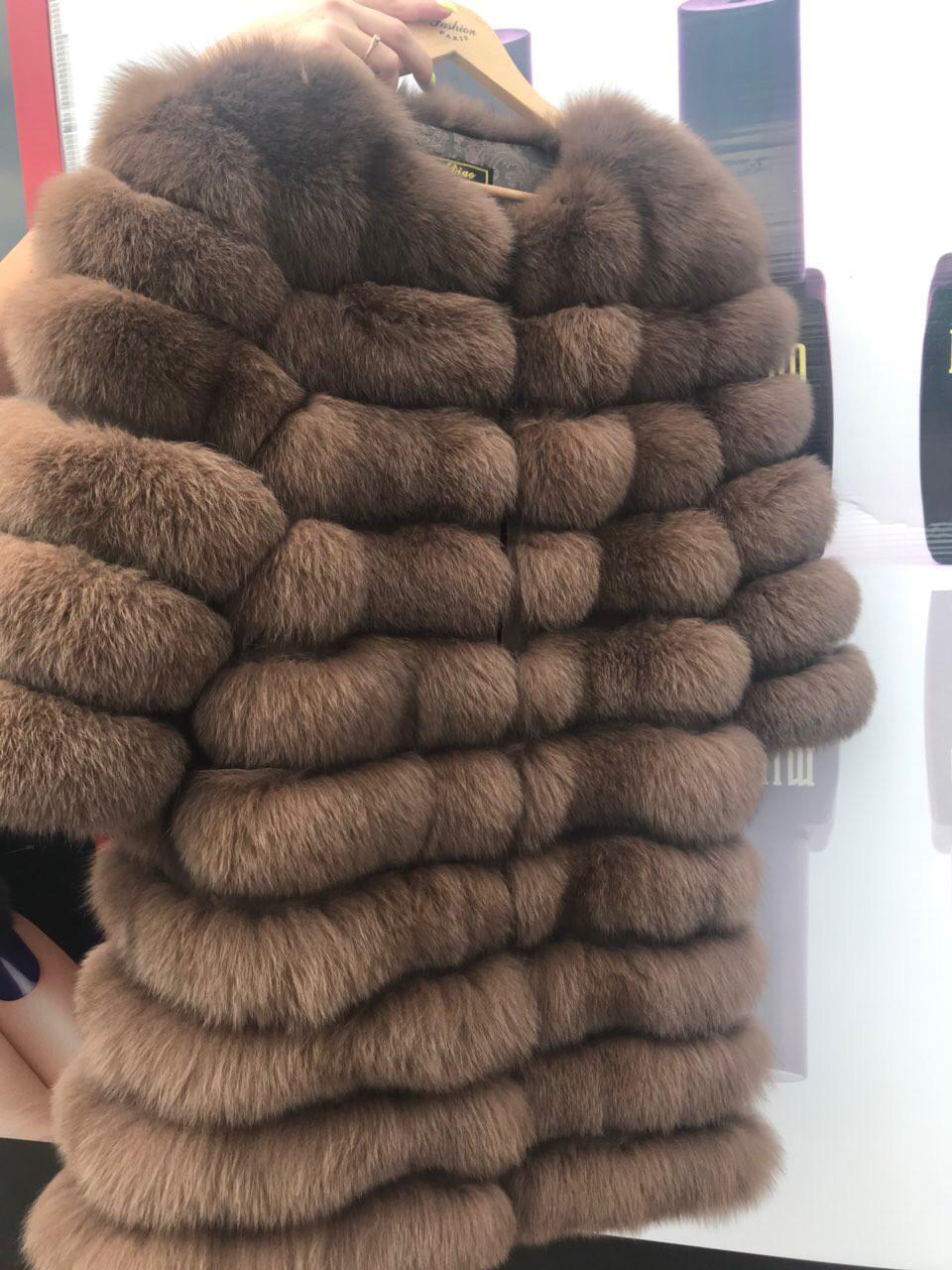 Женская шуба из меха песец