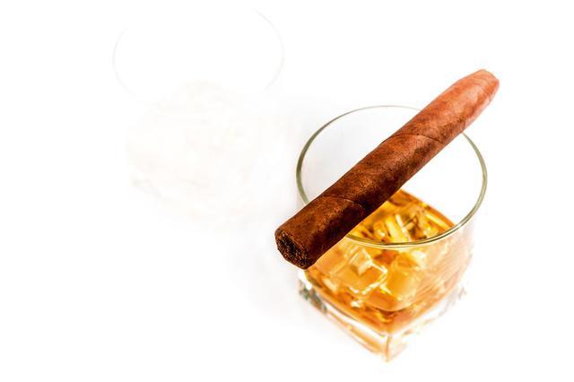 Запретный плод: табак и алкоголь в парфюмерии
