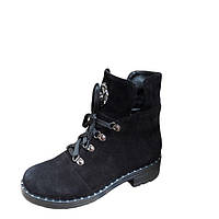 Женские ботинки на низком каблуке замшевые