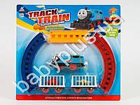 Железная дорога Thomas, размер 44-31см, локомотив, 2 вагона-клетки, 2 динозавра, на бат-ке, на листе