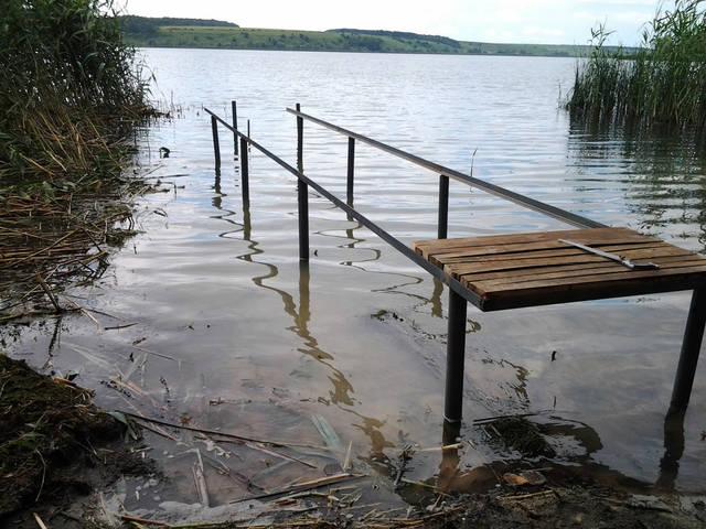 начало строительства рыбацкой сижи на Травянском водохронилище