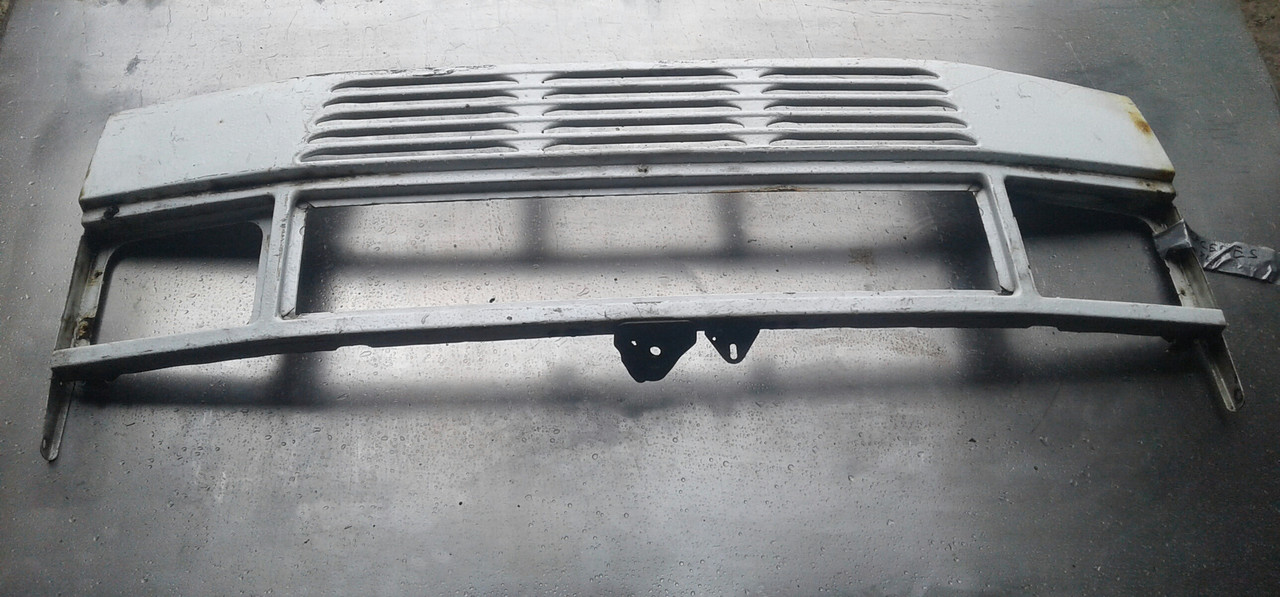 Решётка радиатора для Mercedes 310