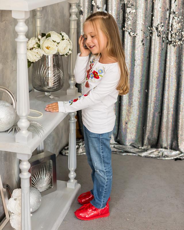 Трикотажная футболка для девочки длинный рукав с вышивкой