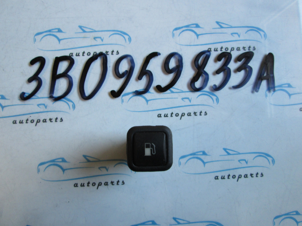Кнопка лючка бензобака Golf 4, Гольф 4 3B0959833A