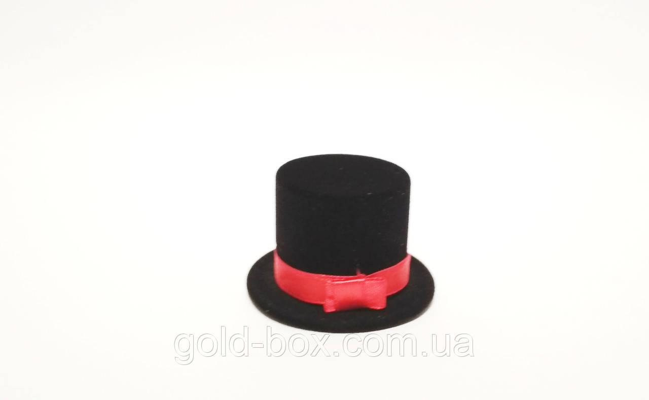 Бархатная коробочка для кольца в виде черной шляпы