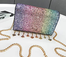 Элегантная сумка клатч на цепочке с блестками и брелками, фото 3