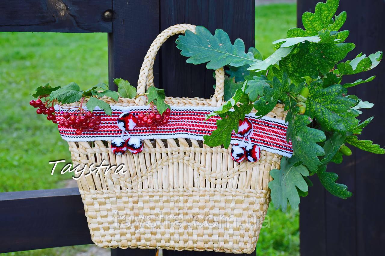 Плетеная сумочка ручной работы декорированная в этно стиле