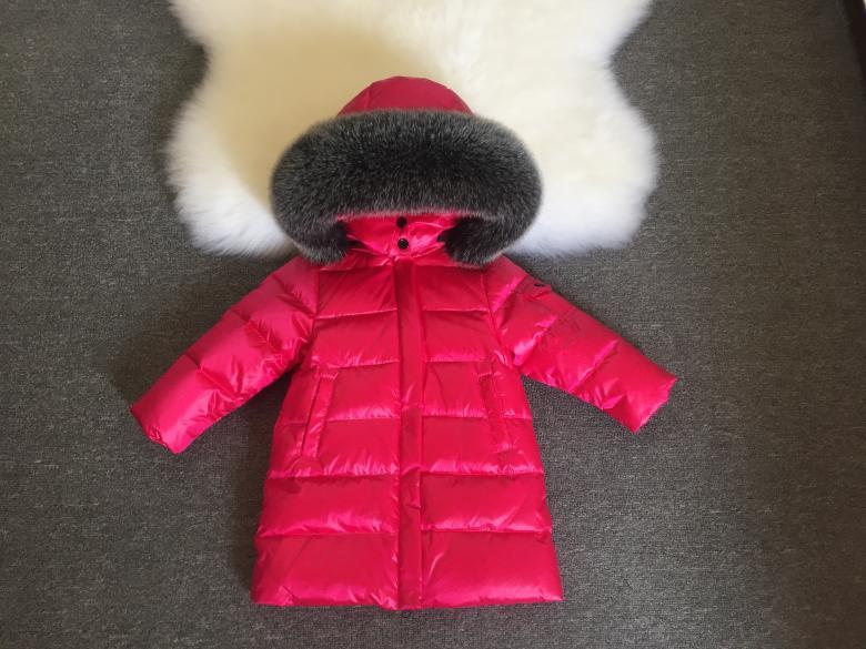 Детская курточка на пуху Sabbi малиновая с меховой опушкой