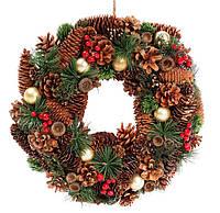 Венок новогодний с декором из ягод и зеленых листьев, 35см