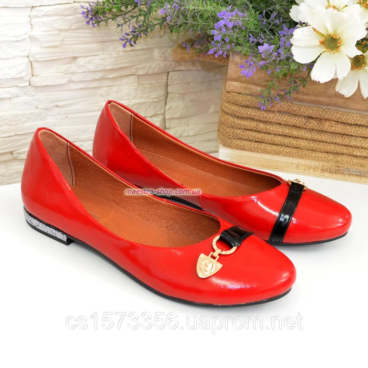 Туфли женские лаковые красного цвета на низком ходу