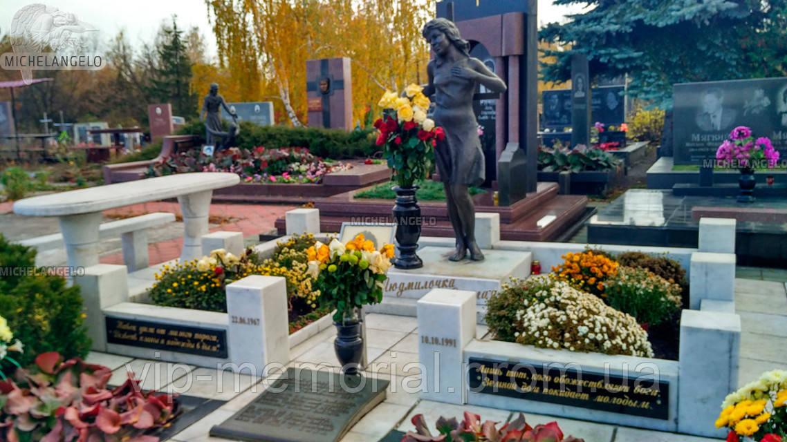 Памятник женщине Ж-405