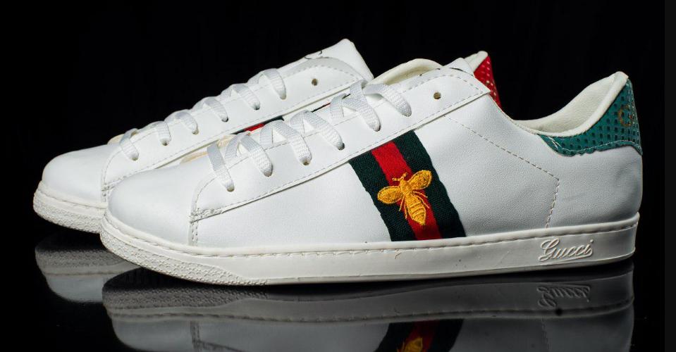 Мужские кроссовки Gucci белые с мухой топ реплика