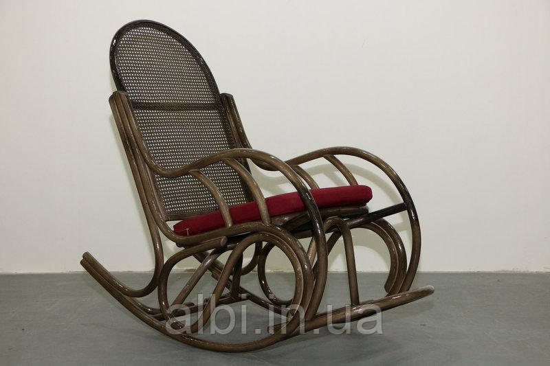 Кресло-качалка из ротанга Бриз с подножкой