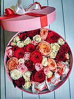 Коробка с цветами и сладостями, фото 1