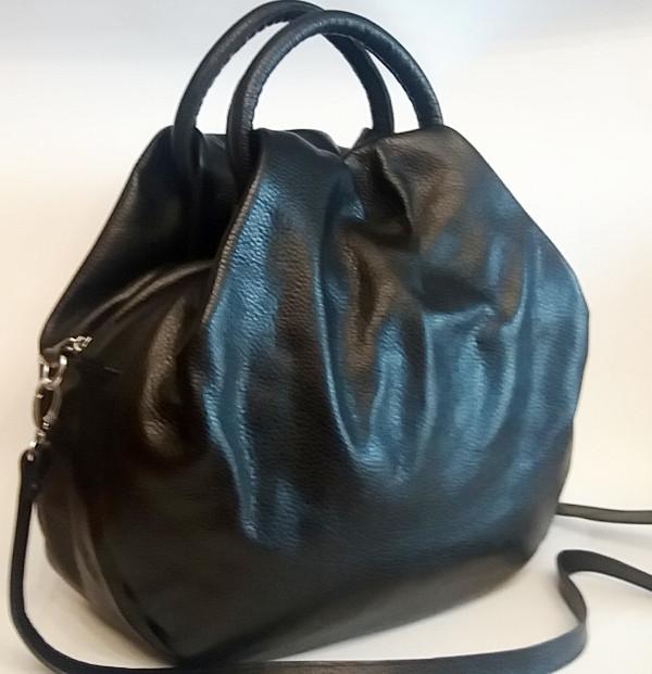 3cabc27ad338 Стильная женская сумка из мягкой натуральной кожи чёрного цвета ...