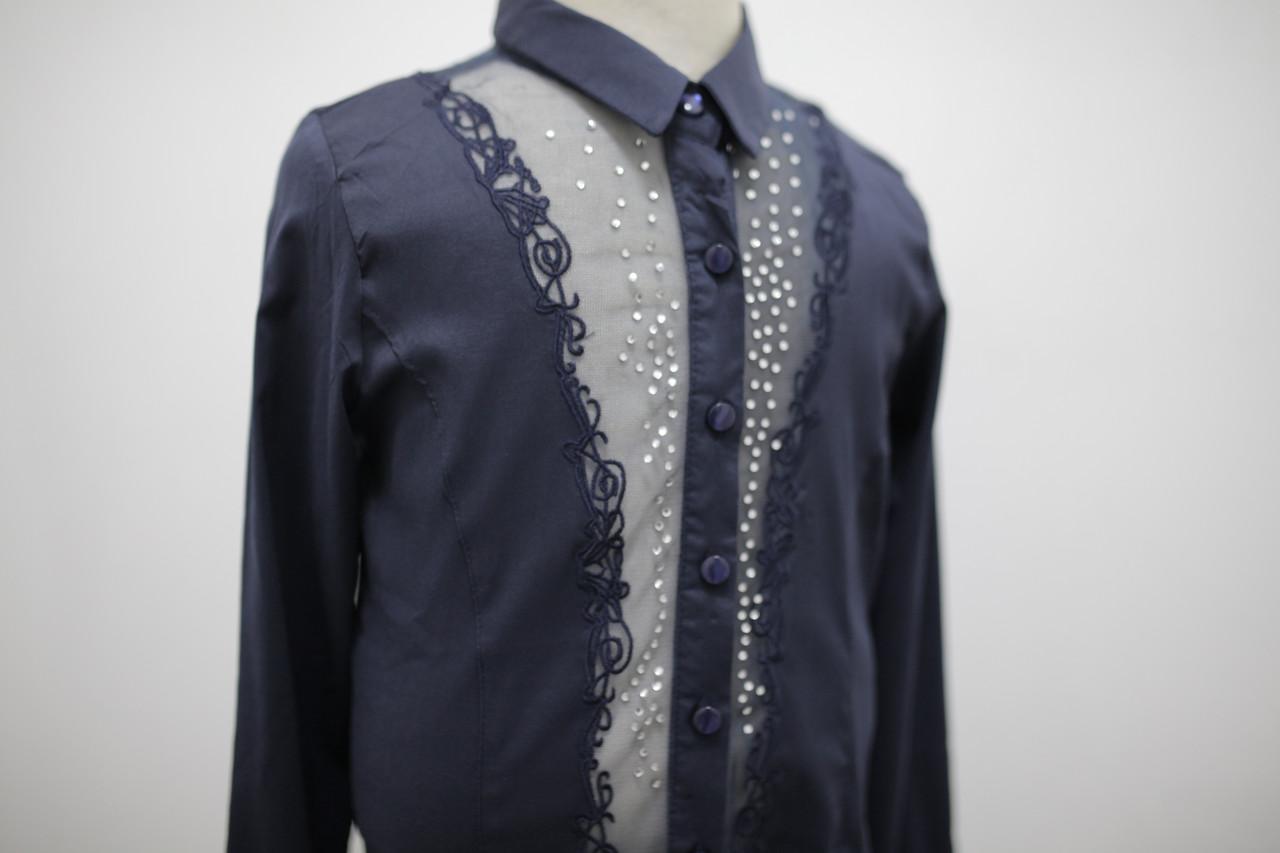 Блуза синяя для девочки с длинным рукавом с гипюровой вставкой