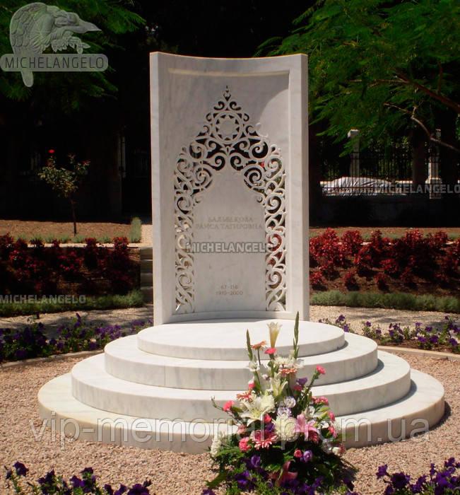 Мраморный памятник М-594