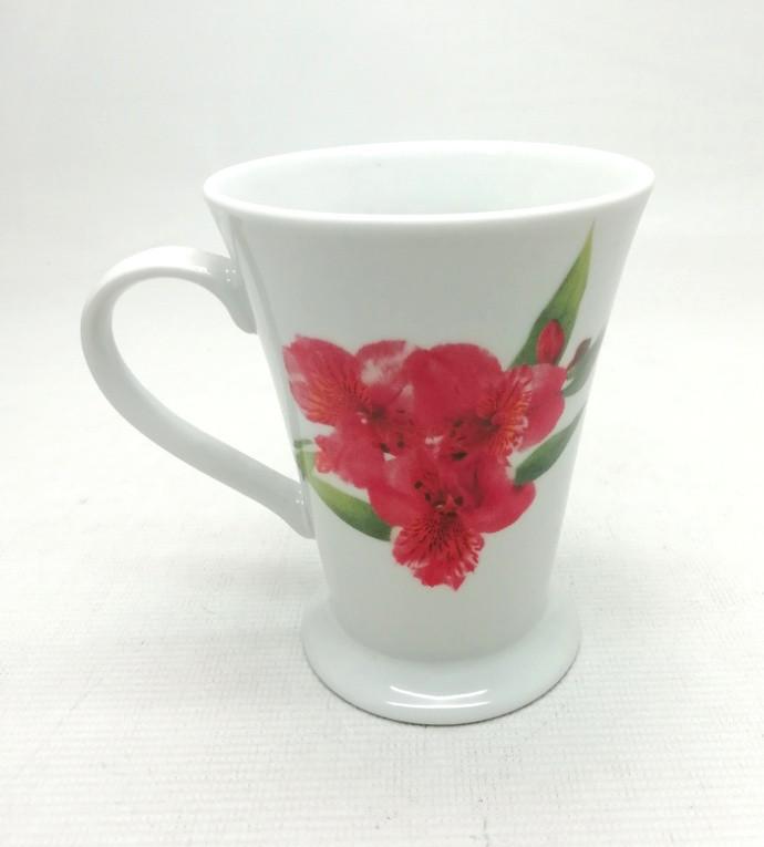 """Фарфоровая чашка  """"Три розовых цветка"""" 200мл., Идеал Киев,(Украина)"""