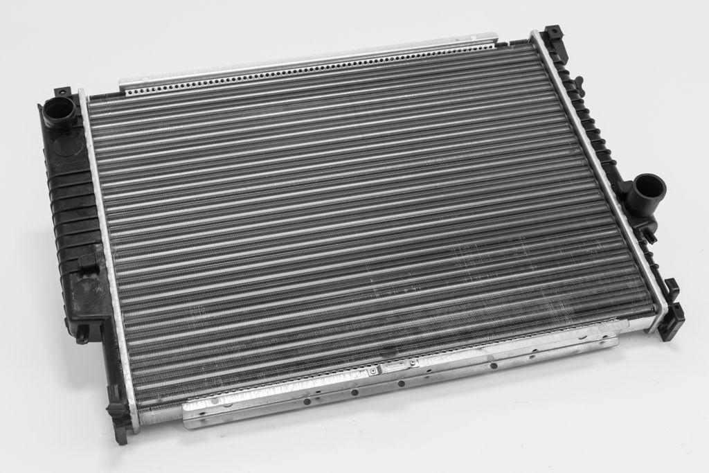 Радиатор охлаждения BMW 5 E34 1988-1995 (3.0-3.5 механика АС+-) 610*440мм по сотах KEMP