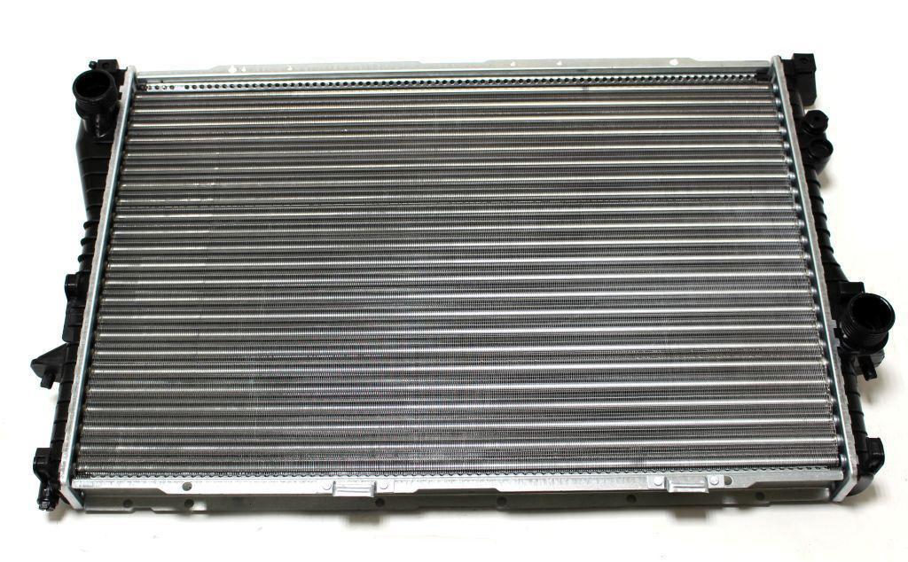 Радиатор охлаждения BMW 5 E39 1996-2003 (2.5TDS АКП) 650*440мм по сотах KEMP