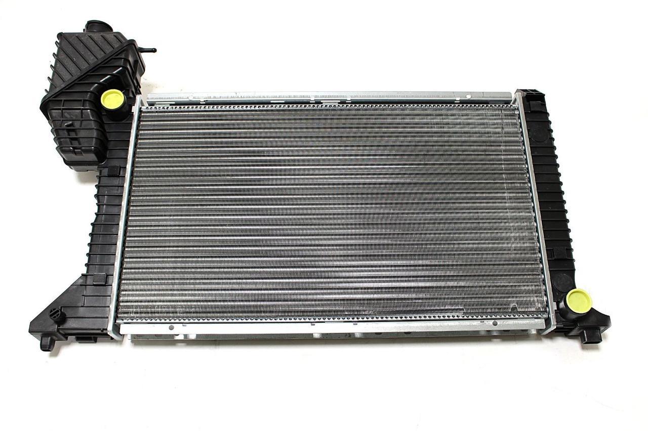 Радиатор охлаждения Mercedes Sprinter 1997-2006 (208-412 механика) 680*400*33мм по сотах KEMP
