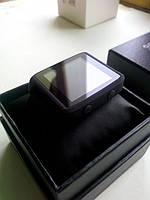 Умные часы SmartQ упакованы как дорогие часы и зафиксированны в коробке на мягкой подушке.