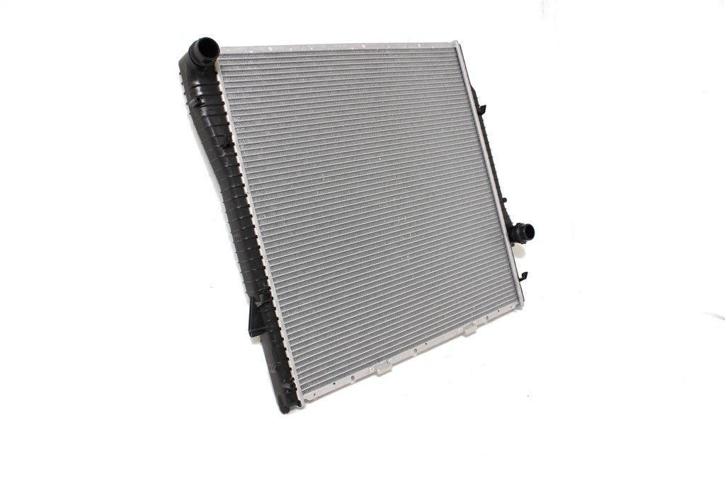 Радиатор охлаждения BMW X5 E53 2003- (3.0D механика) 590*597мм по сотах KEMP