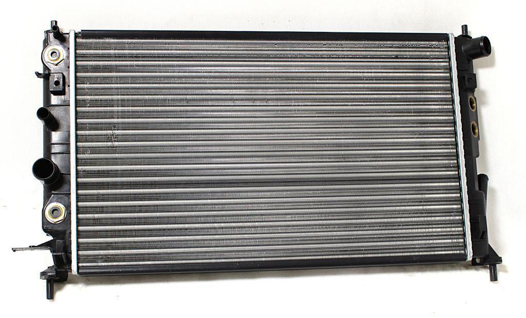 Радиатор охлаждения Opel Vectra B (2.5 2.6 V6 АКП AC+) 608*359мм по сотах KEMP