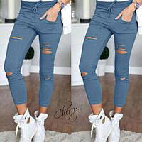 Стильные брюки леггинсы имеют широкий пояс на шнурке