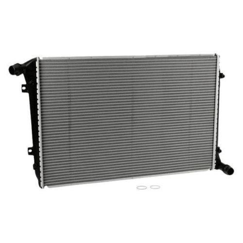 Радиатор охлаждения Volkswagen Passat 2005- (1.9-2.0 TDI) 650*445мм плоские соты KEMP