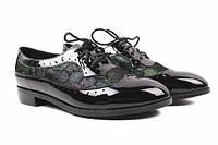 Туфли женские на низком ходу из натуральной лаковой кожи, черные на шнуровку Berkonty