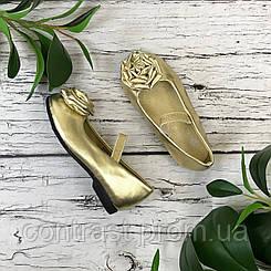 Крохотные золотые туфли для принцессы  SH1831053