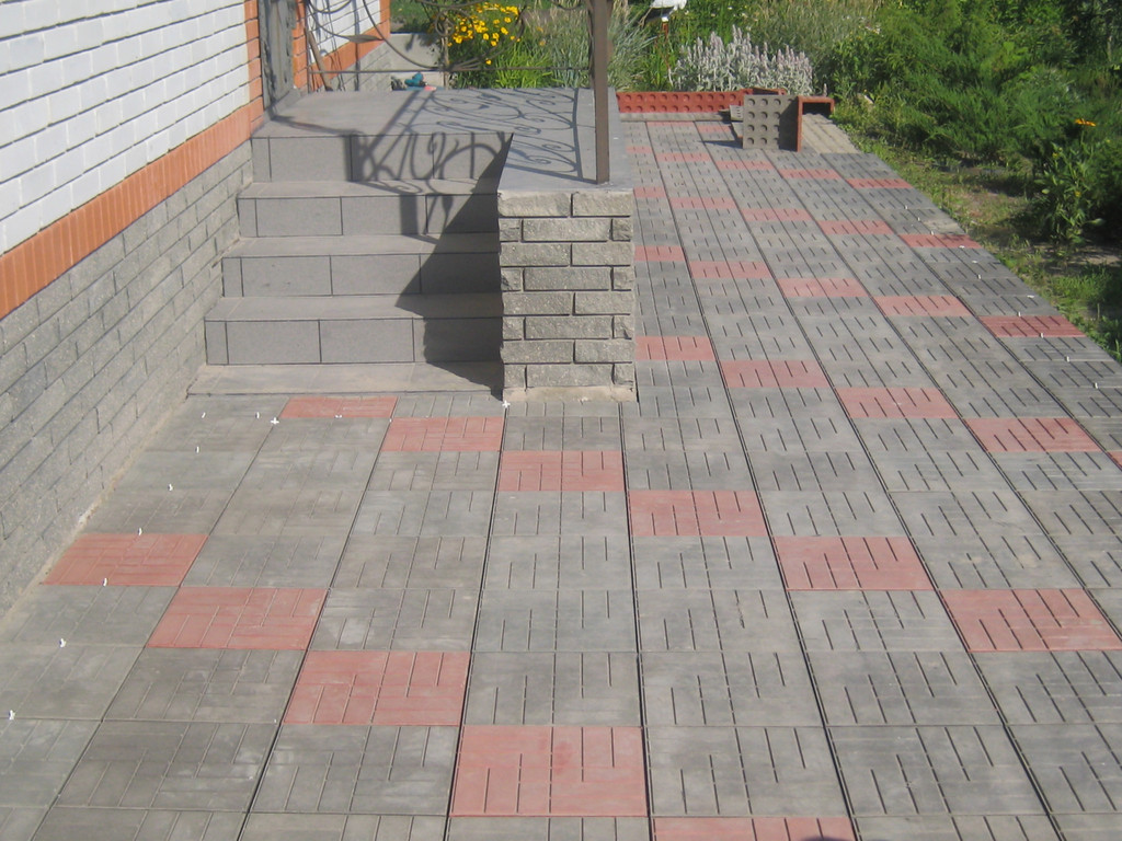 Укладка  полимер-песчаной тротуарной плитки 1