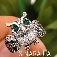 Серебряное кольцо Сова с зелеными глазками и фианитами