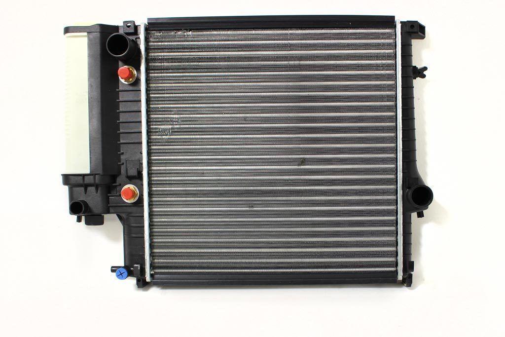 Радиатор охлаждения BMW 3 E30 1987-1991 (1.6i-1.8i AKП АС+) 440*440мм плоские соты KEMP