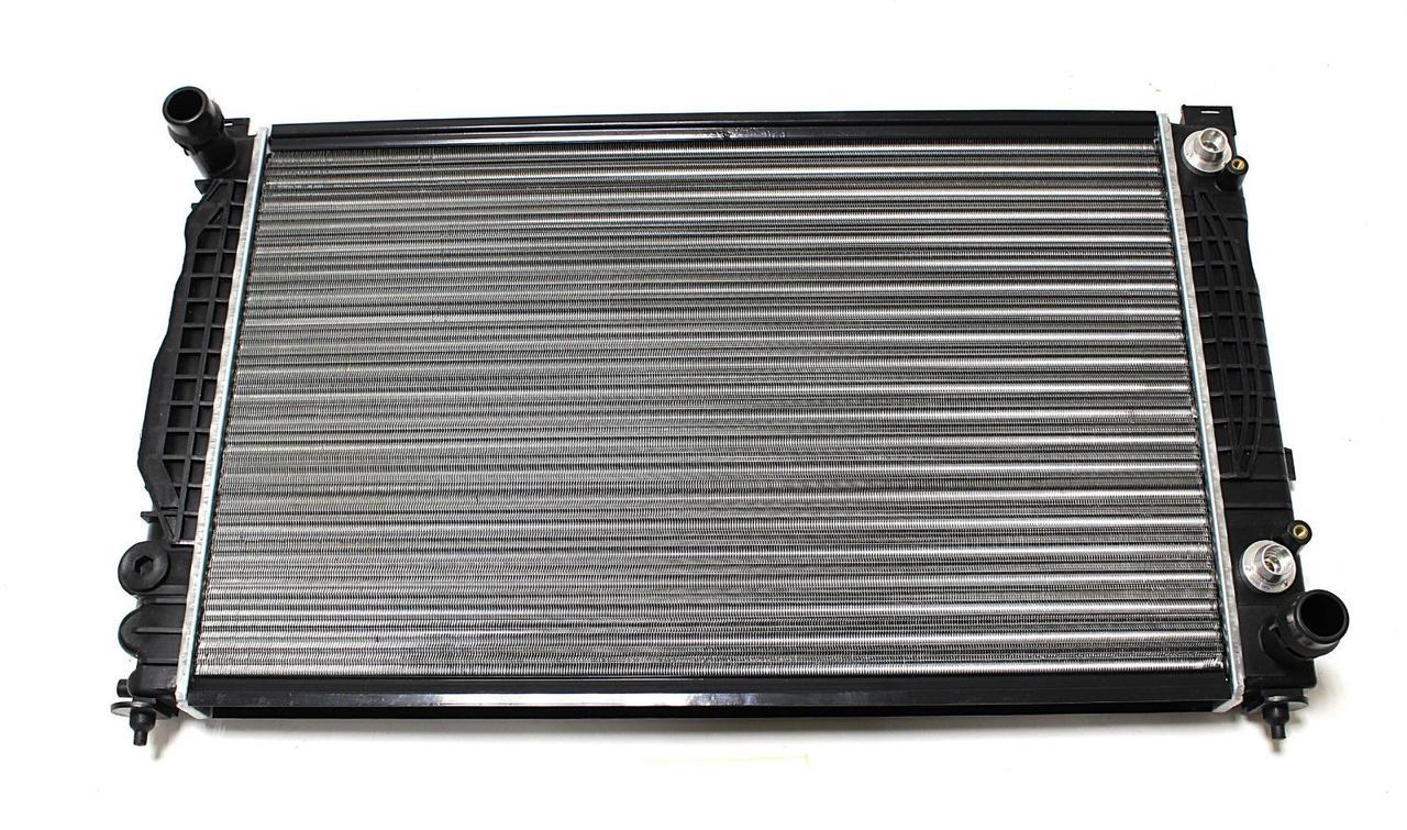 Радиатор охлаждения Audi A4 2000-2005 (2.4 2.5 Tdi) 632*399мм по сотах