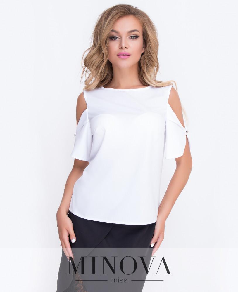 Блуза прямого кроя с открытыми плечами.