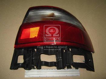 Фонарь правая задняя Toyota CARINA E