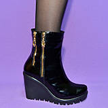 Женские кожаные демисезонные ботинки на платформе, декорированы замками, фото 5