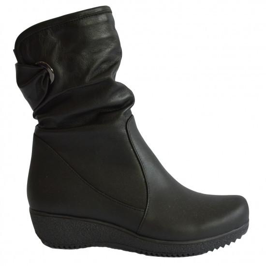 Женские зимние кожаные ботинки на танкетке.